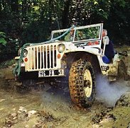 4x4 traversing mud and ruts